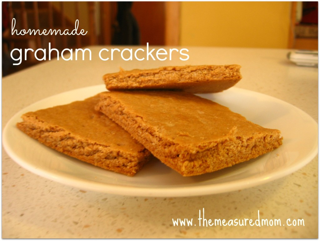 We love this healthy recipe for homemade graham cracker