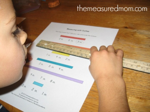 Want a simple lesson for teaching measurement to kids? Check out this post for teaching linear measurement using yarn. Free printables included!
