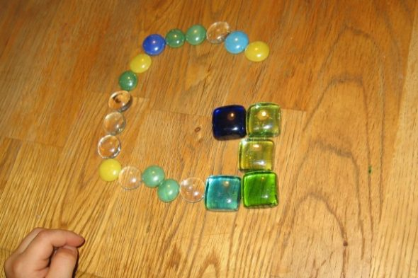 make letter G with glass gems