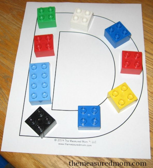 make letter D with duplos