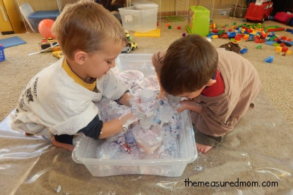 Sensory play. You know it's important, but you just can't stand the mess. Here are ten tips for managing the mess, plus some great sensory play ideas you don't want to miss!