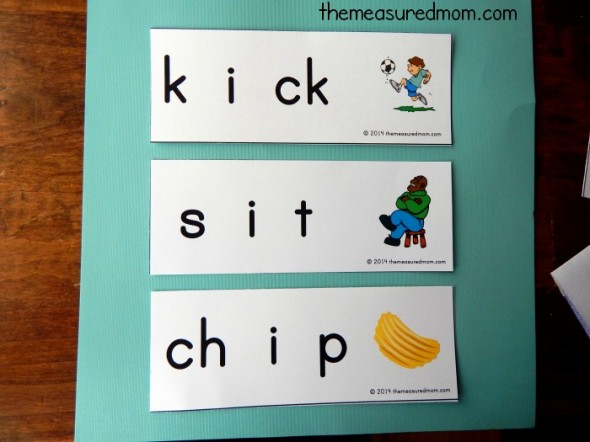 Teaching your child to sound out words? These free word sliders are perfect for teaching short i words.