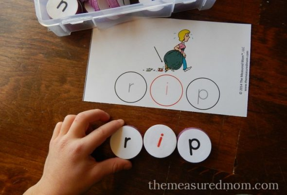 Looking for a hands-on spelling activity? Print these free mats for practice spelling short i words.