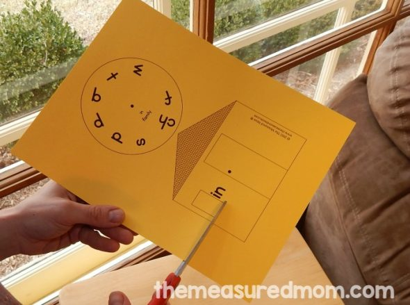 These word family house printables are one of our favorite word family activities. Great for hands-on learning!