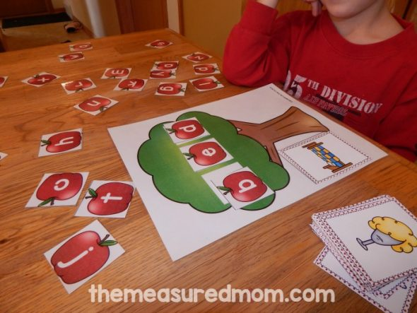 "These free spring emergent readers feature the sight word ""he"" and are part of a giant collection of free sight word books!"
