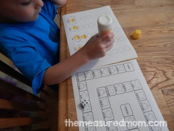 These free shape games for kindergarten through 2nd are no-prep! Just print and play!