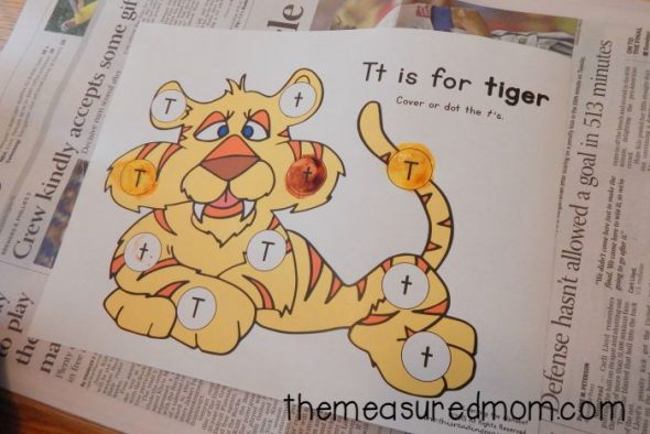 Check out this fun variety of letter T activities for preschool! Books, crafts, letter sounds and more!