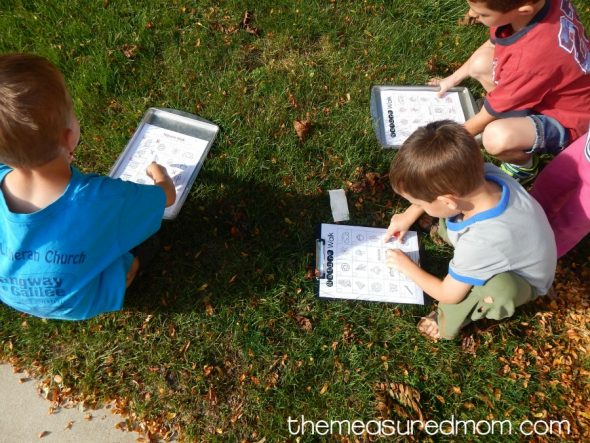Free nature walk scavenger hunt!