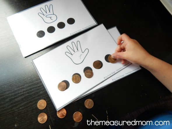 Teach preschoolers to count to ten with these free printable counting mats!