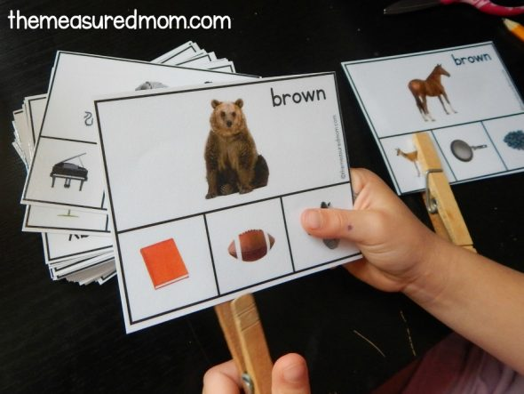 Grab this free color matching activity for preschoolers!